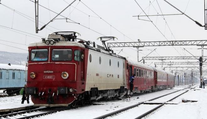 Foto: VREMEA REA FACE RAVAGII / Cum circulă trenurile de călători