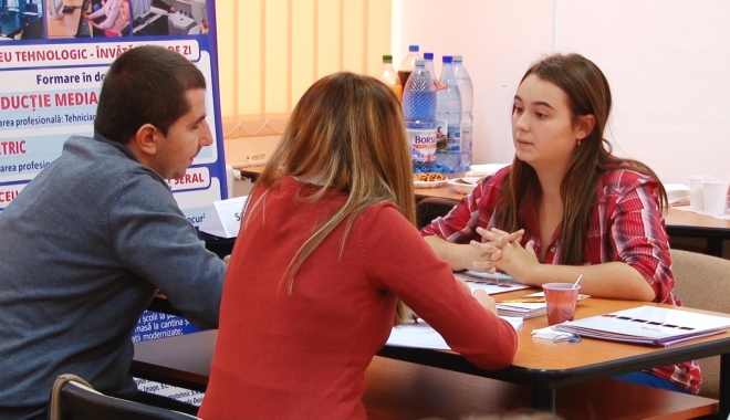 Foto: Târg expoziţional la Constanţa, pentru elevii care vor să facă facultatea în străinătate
