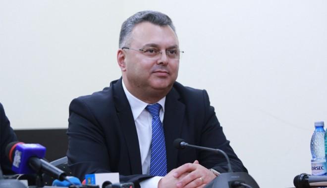 """Foto: """"Triada PSD fură pensiile, salariile  şi viitorul românilor"""""""