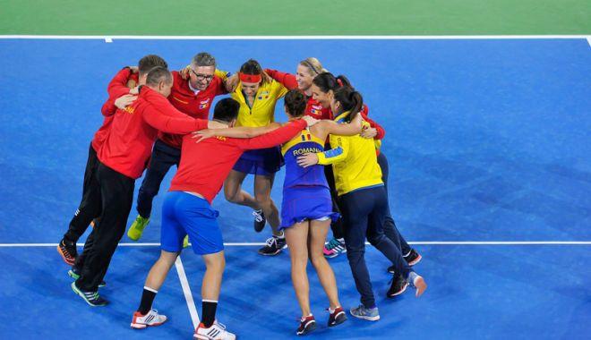 Foto: Tricolorele au învins fără emoţii Canada şi vor juca în barajul Cupei Mondiale
