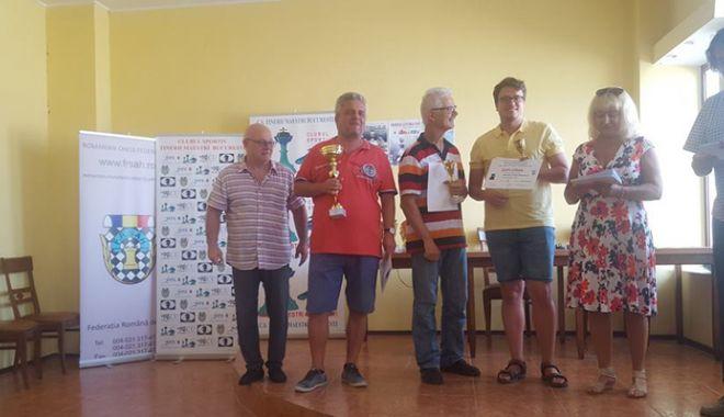 Trofeul Centrocoop la şah, cucerit de MM Andrei Istrăţescu - trofeu2-1535985111.jpg