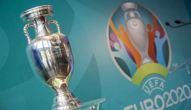 Foto: Trofeul Henri Delaunay, care va fi decernat câştigătoarei EURO 2020, va fi expus vineri la Bucureşti