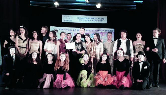 """Foto: Trofeul Festivalului de teatru """"Pinocchio"""", câştigat de elevii Colegiului de Arte"""