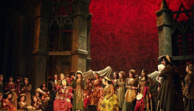 """Foto: Invitaţie la Operă: """"Trubadurul"""" de Verdi, pe scena Teatrului """"Oleg Danovski"""""""