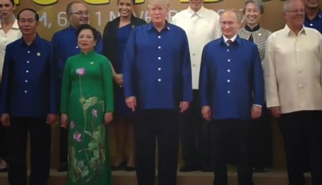 Foto: VIDEO / Putin şi Trump au dat mâna şi au schimbat câteva vorbe la un summit în Vietnam