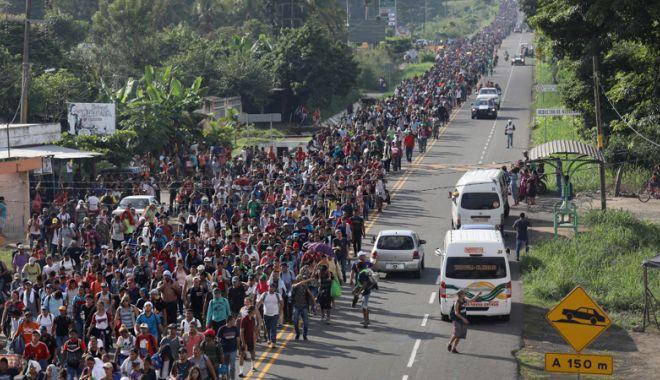 Foto: Trump dezminte că le-a cerut soldaţilor să tragă asupra migranţilor
