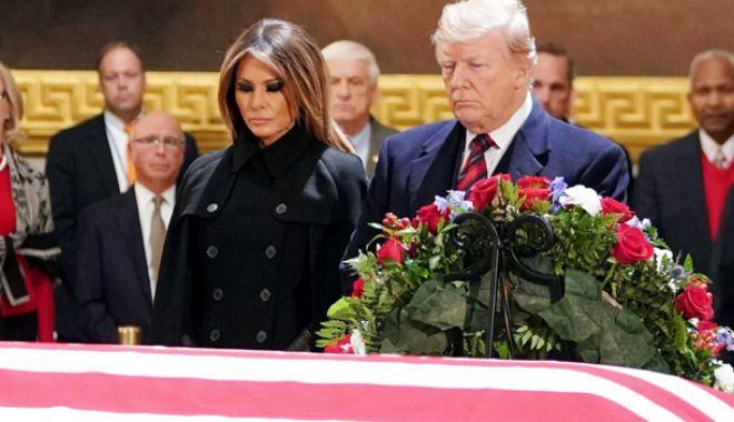 Foto: Trump a adus un omagiu predecesorului său  republican George H.W. Bush