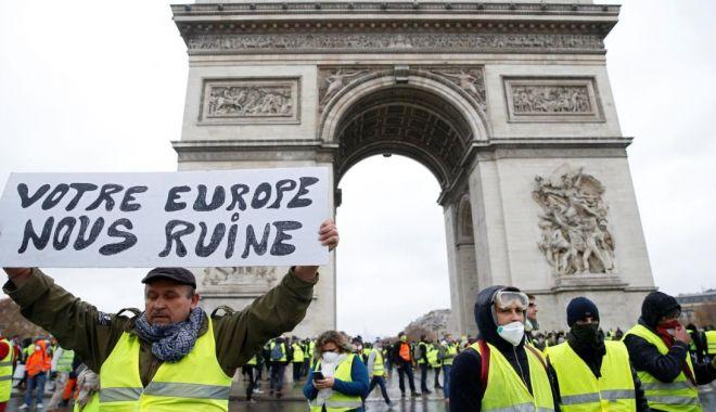 """Foto: Trump critică Acordul de la Paris invocând mişcarea """"vestelor galbene"""""""