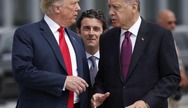 Trump îl îndeamnă pe Erdogan să încheie un acord cu militanții kurzi - trump-1571343044.jpg