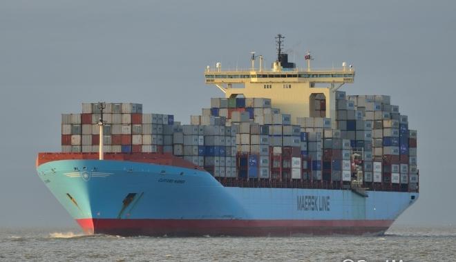 Tuburi cu 177 kilograme de cocaină, ataşate de coca unei nave - tuburicu177kilogramedecocaina-1496851433.jpg