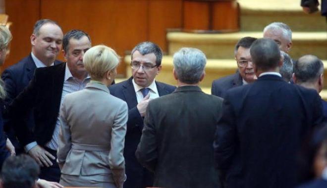 Foto: PNL a depus moţiunea de cenzură împotriva Guvernului Tudose