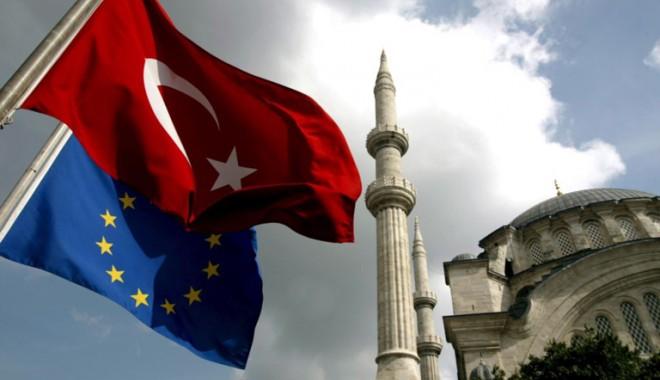 Foto: Turcia a semnat un acord cu Uniunea Europeană privind imigraţia