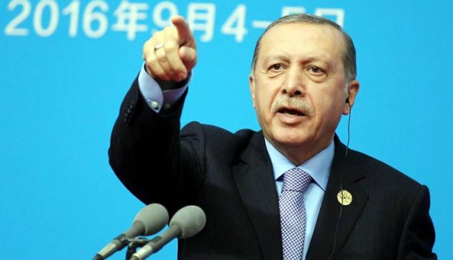 """Foto: Turcia fierbe după rezultatele referendumului. Erdogan ameninţă dur: """"Să stea la locul lor!"""""""