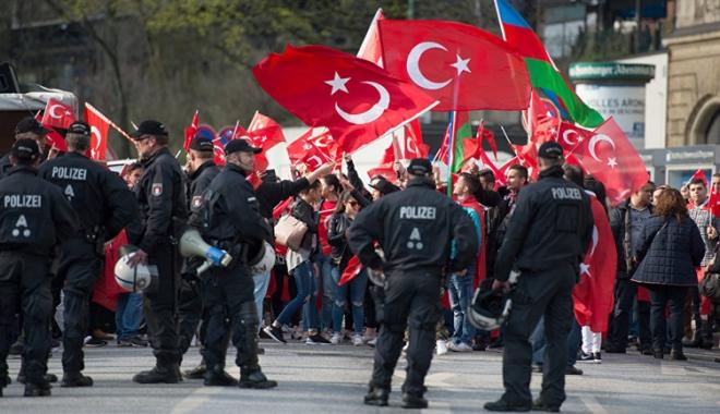 Foto: Turcia, somată să respecte statul de drept
