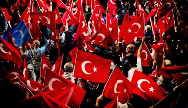 Foto: Turcia: Mitinguri împotriva prelungirii stării de urgență