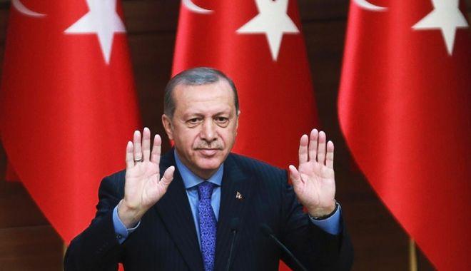 Foto: Turcia: Erdogan anunță ridicarea restricțiilor la pașapoarte pentru susținătorii lui Gulen