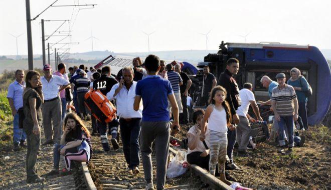 Foto: Turcia: Un tren a deraiat aproape de granița  cu Grecia. Bilanțul este tragic