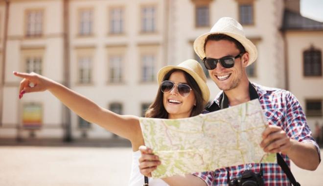 """Foto: Licenţa de turism a agenţiei """"Omnia Turism"""" a fost retrasă, iar turiştii vor fi despăgubiţi"""