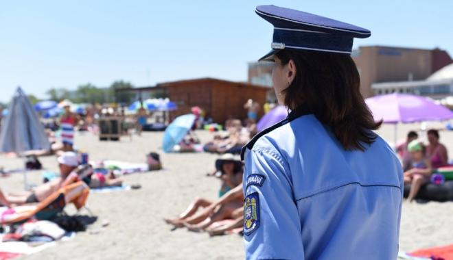 Foto: Turiştii de pe litoral,  sfaturi de la poliţiştii constănţeni