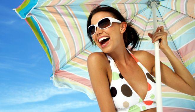 """Foto: Turiştii, puţin interesaţi de ochelarii de soare """"de firmă"""""""