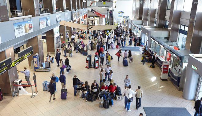 Turiştii străini ar putea intra în România cu test RT-PCR negativ - turistiistrainiarputea-1615920088.jpg