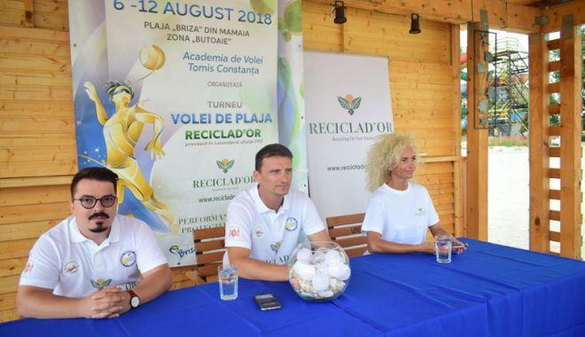 """Foto: A început turneul de volei pe plajă """"Reciclad`or"""",  în staţiunea Mamaia"""
