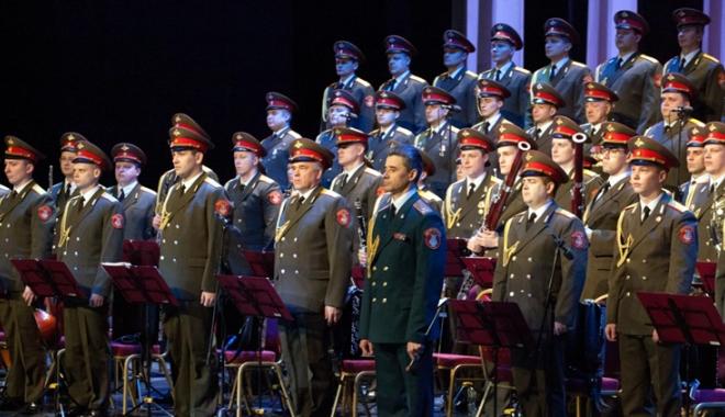 Foto: Marele Cor al Armatei Roşii ajunge la Casa de Cultură din Constanţa