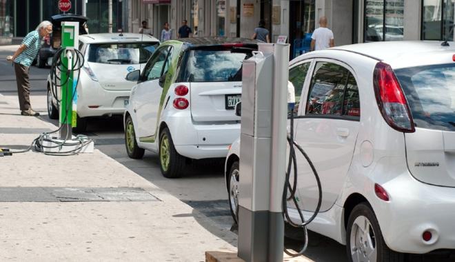 Foto: Turul României cu maşina electrică. Peste 800 de puncte  de încărcare, finalizate în 2016