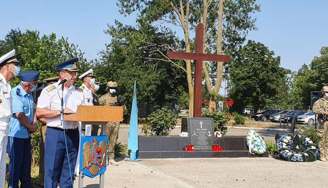 Foto: Un deceniu de la tragedia aviatică de la Tuzla. O anchetă fără vinovați și răni fără alinare!