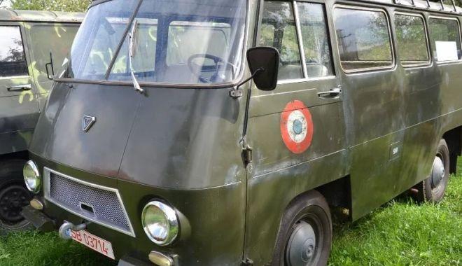 Foto: Vă plac vehiculele militare? O piesă de colecţie, dar şi banii… / GALERIE FOTO