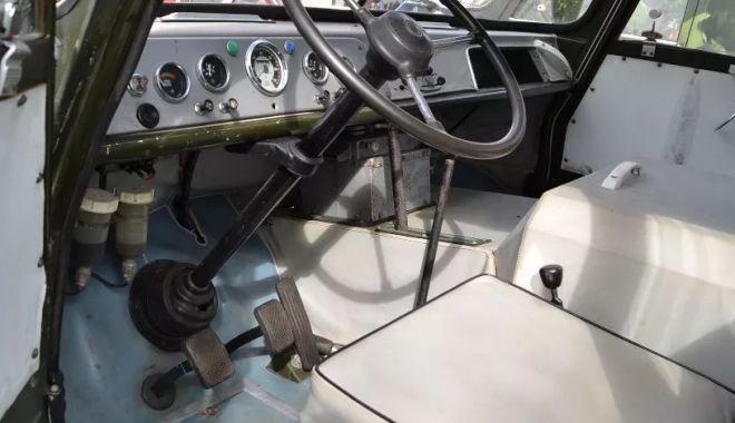 Vă plac vehiculele militare? O piesă de colecţie, dar şi banii… / GALERIE FOTO - tv4-1540818357.jpg