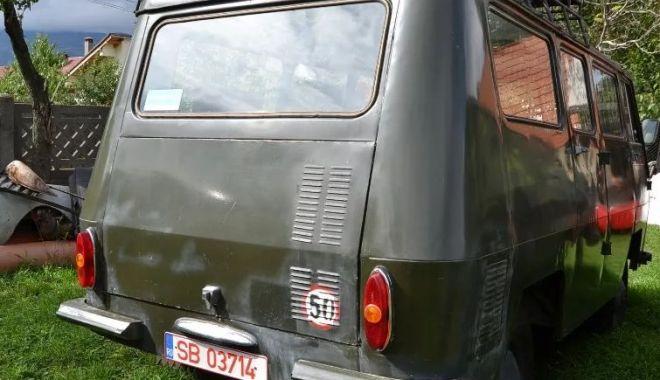 Vă plac vehiculele militare? O piesă de colecţie, dar şi banii… / GALERIE FOTO - tv5-1540818396.jpg
