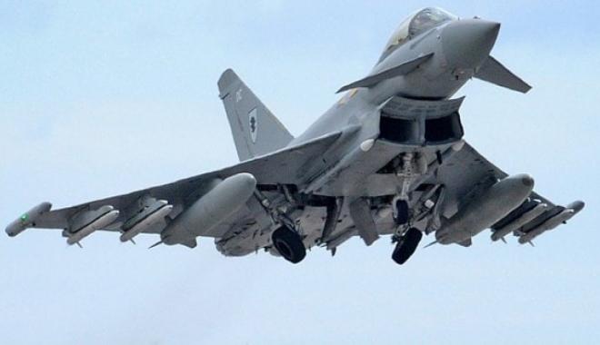 Foto: Alertă: Avioane de vânătoare Typhoon au interceptat o aeronavă de pasageri deasupra Londrei