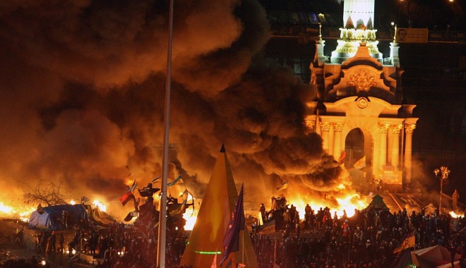 Foto: PROTESTE SÂNGEROASE la Kiev: 25 de persoane au murit şi sute au fost rănite