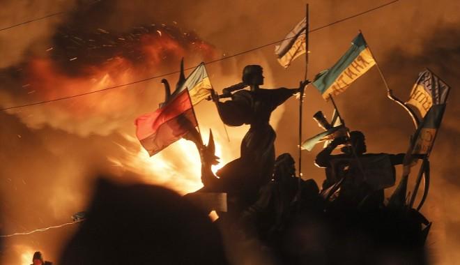 """Foto: PROTESTE LA KIEV. IANUKOVICI: """"Opoziţia a neglijat principiul democraţiei!"""""""