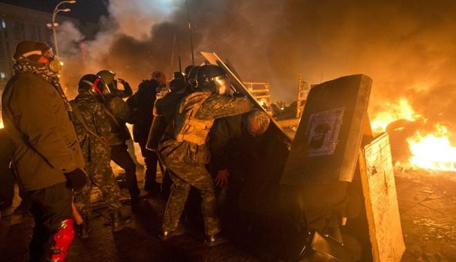 Foto: PROTESTE LA KIEV. Ianukovici decretează joi zi de doliu naţional în Ucraina