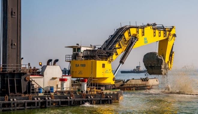 Foto: Ucraina îşi adânceşte porturile maritime
