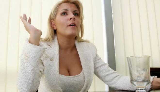 Foto: Elena Udrea, dovada că e nevinovată. Era la CONSTANŢA, la înmormântarea mamei lui Băsescu, în ziua în care ar fi luat mită