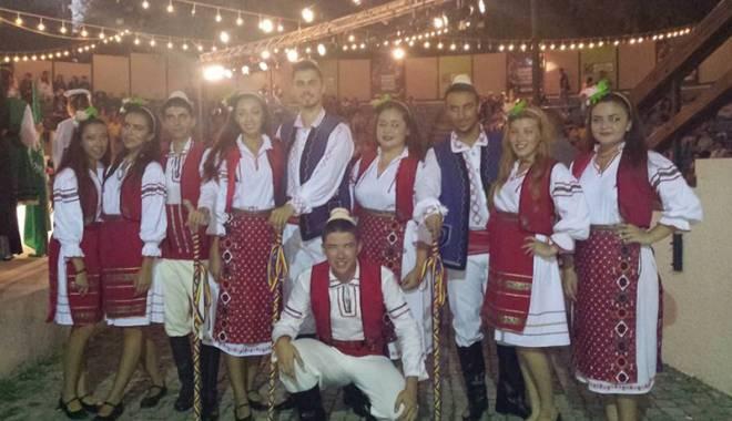 """Foto: Ansamblul """"Delikanlilar"""", mesager al folclorului românesc şi turcesc, la Istanbul"""
