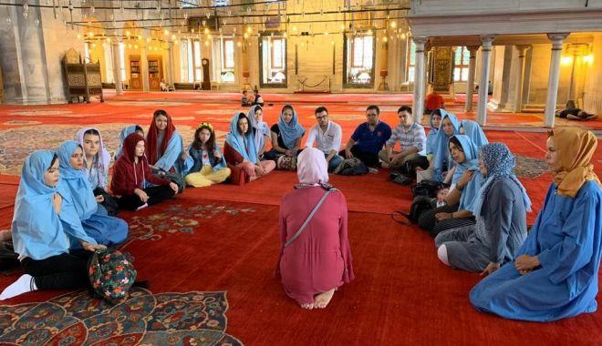 """Foto: """"Rolul religiei în promovarea valorilor identitare a etnicilor turci"""", în atenția UDTR"""