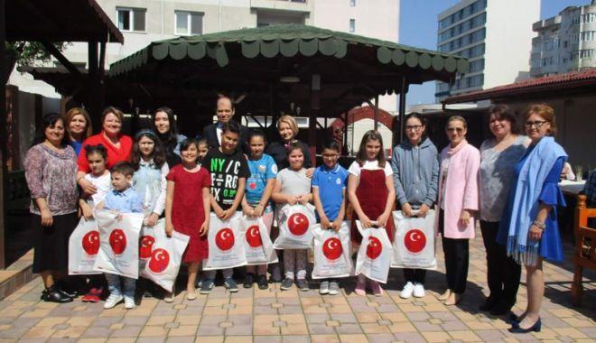 """Foto: UDTR a sărbătorit """"Ziua Copilului Turc"""". Cum a fost marcat evenimentul"""