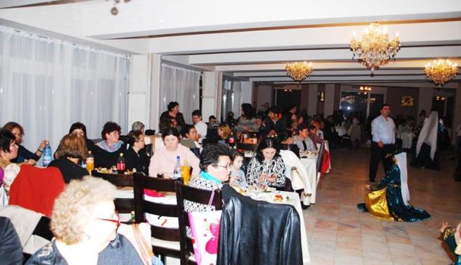 Peste 3.500 de membri ai UDTTMR au sărbătorit Ziua Etniei Tătare - udttmrmedgidia-1513617217.jpg