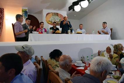 Foto: UDTTMR a organizat cina de iftar specifică postului din Luna Ramazan