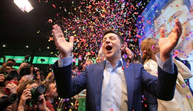 Foto: UE salută puternicul ataşament al Ucrainei faţă de democraţie după alegerea lui Zelenski