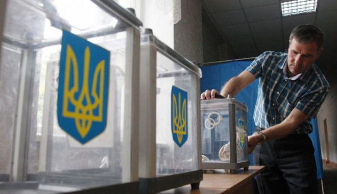 Foto: Alegeri prezidențiale în Ucraina: S-au deschis birourile de vot pentru al doilea tur