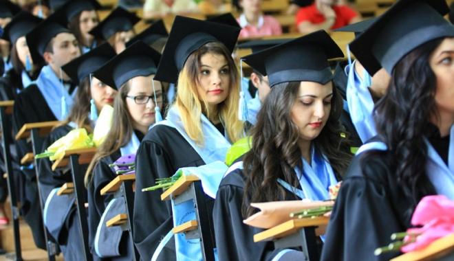 """Foto: Ultimul curs festiv la Universitatea """"Andrei Şaguna"""""""