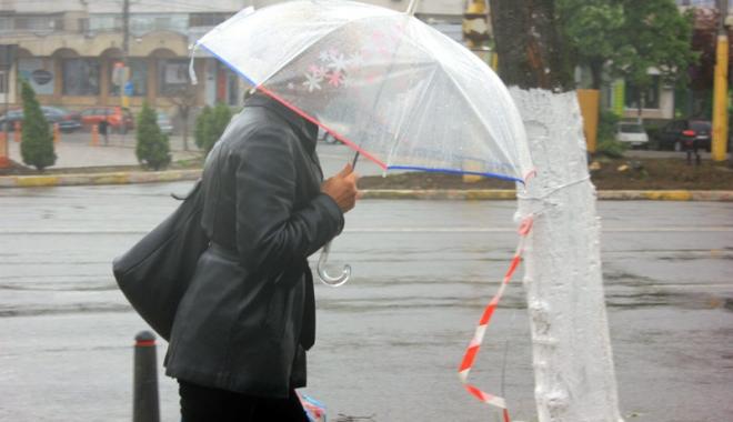 Foto: Ploi, vânt şi frig, la Constanţa