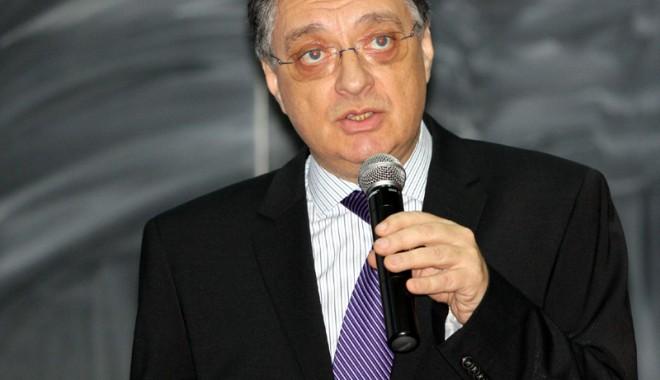 Cornel Panait se întoarce la conducerea Universității Maritime din Constanța - umccornelpanait10-1332432148.jpg