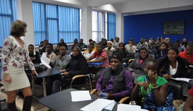 14 oficiali nigerieni de înalt rang, la Universitatea Maritimă - umcnigerieni4-1464531037.jpg