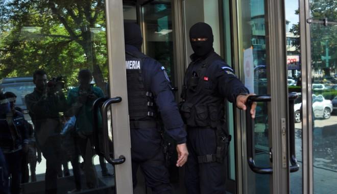 Foto: Profesorul de la UMC, acuzat de fapte de corupţie, pus în libertate